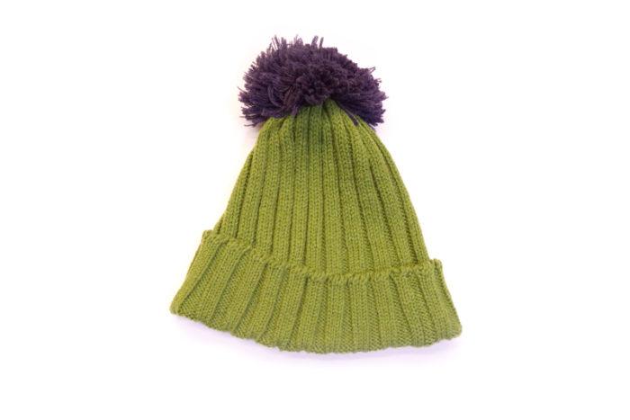 Kapa s cofom maslinasto zelena s ljubičastim cuflekom